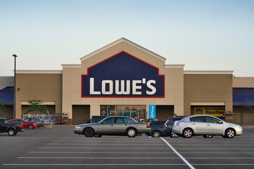 Lowe`s Companies Inc. (NYSE:LOW): Earnings Miss Estimates Amid Rising Capital Spending